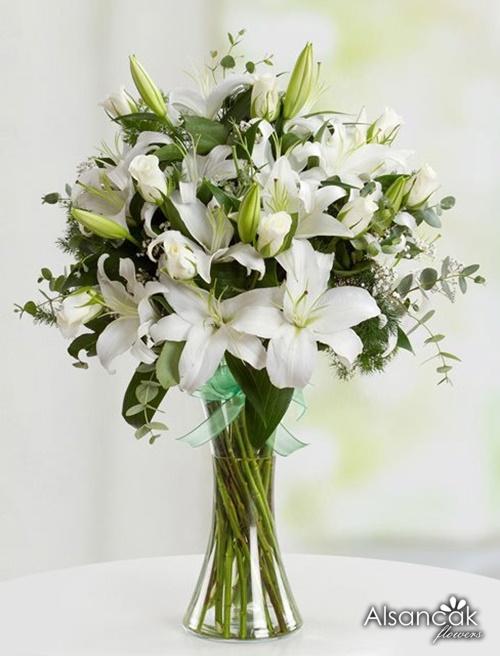 Cam vazoda lilyumlar