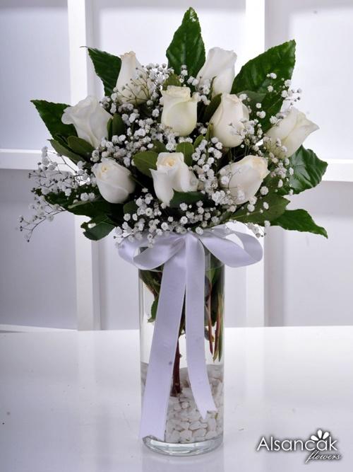 Beyaz Güller Vazoda